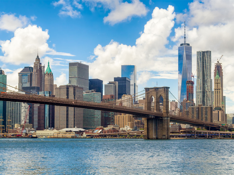 Brooklyn Bridge and the downtown Manhattan skyline in New York City