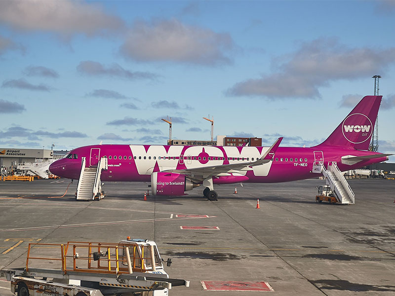 Wow Airlines jet